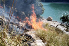 Fire near the Gorg Blau reservoir