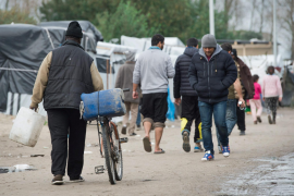 Spain receives first group of refugees