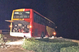 Brakes failure leaves Cala Ratjada bus suspended over the sea