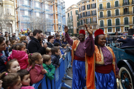Crowds of children greet Palma's royal pages