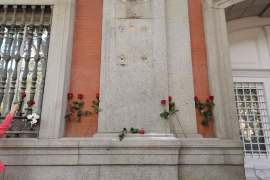 Spain's right secures removal of plaque honouring anti-fascist leader