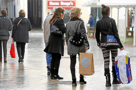 Warm weather putting a brake on shops' business