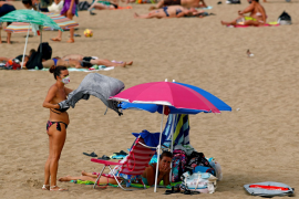 Canary Islands impose negative COVID-19 test rule for tourists