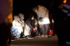 Hundreds of migrants rescued in the Canary Islands