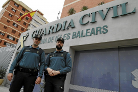 Guardia officers save the life of tourist heart-attack victim