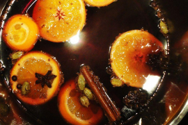 Mulled wine for festive drinking