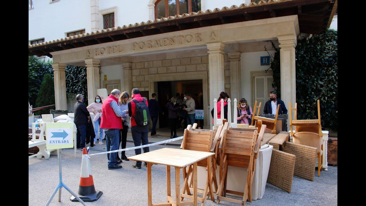 Garage sale at Hotel Formentor