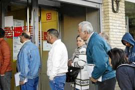 Balearic unemployment down in February