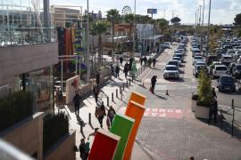 Heavy Monday traffic heading to Palma shopping centres