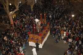 Thousands witness Blood of Christ procession