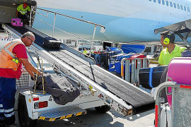 "Union warning of ""chaos"" over baggage handlers' working conditions"