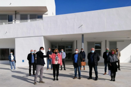 The keys to the new school in Puerto Alcudia