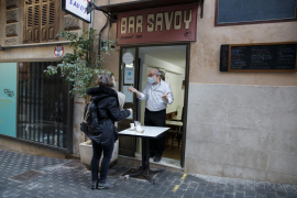 """Bars and restaurants to close """"mid afternoon"""" once restrictions lifted"""