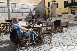 Balearic government finally confirms that bars and restaurants will be able to open until 5p.m. on Tuesday