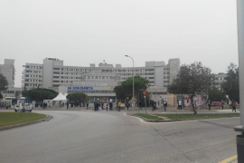 Queues for vaccination at Son Dureta