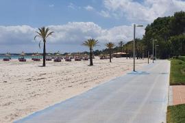 Alcúdia beach, practically deserted of bathers