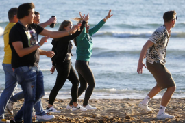 Germany studies temporarily banning holidays abroad