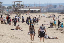 100 euro fines for no mask on the beach or by the pool