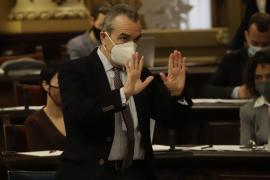 Balearic vice-president receives AstraZeneca jab