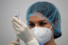 Benefits of all approved COVID-19 vaccines outweigh risks, Spain's PM says