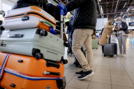 EU countries move towards COVID passes to reopen summer travel