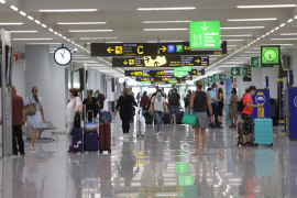 Mallorca- bound tourists face six hour wait at the airport