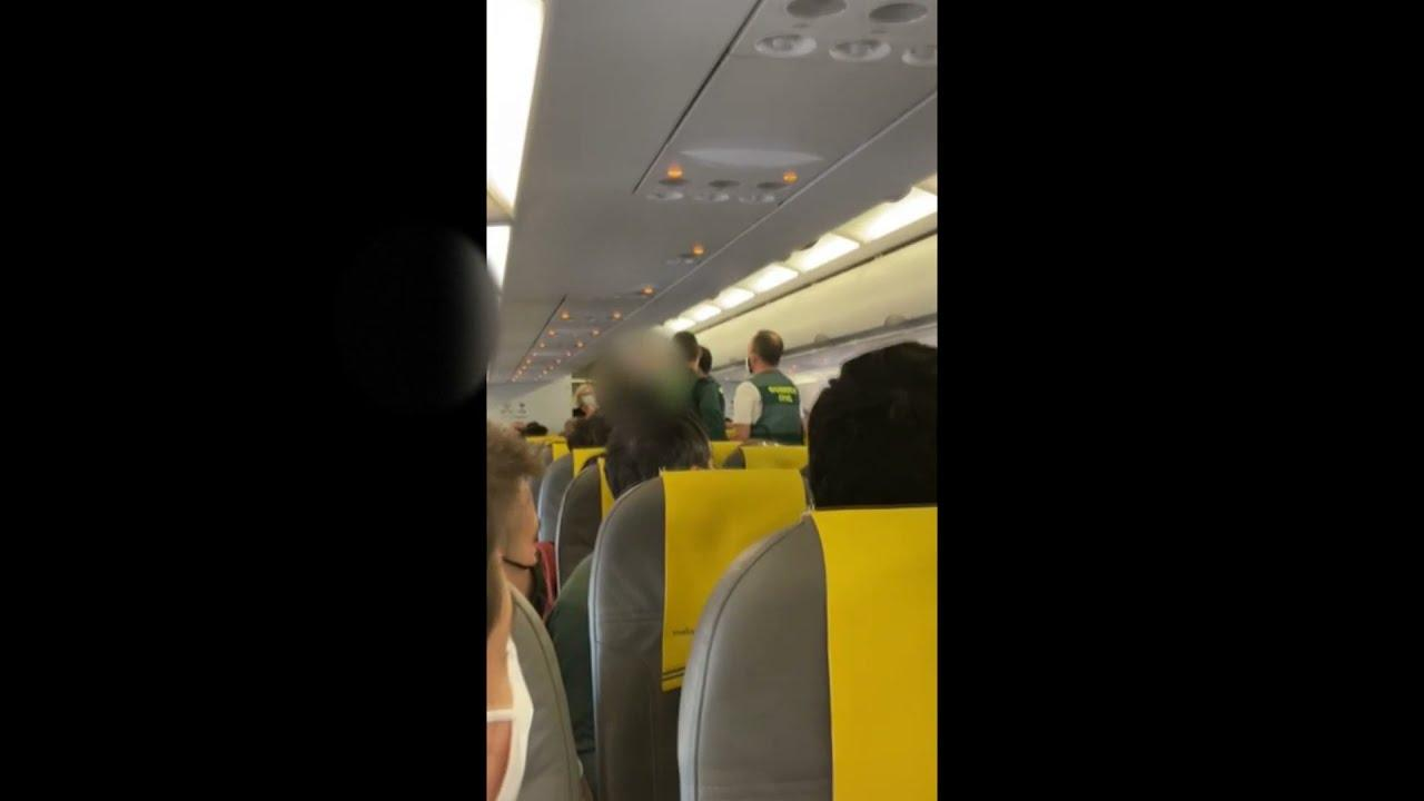 Passengers can't mask their fury, police called to plane