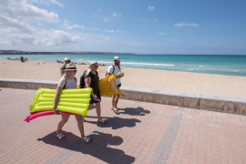 Hoteliers warning - competitors' vaccination programmes threaten the summer