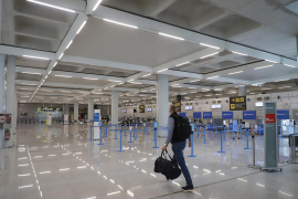 IATA boss blames governments for prolonging travel crisis