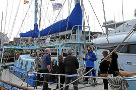 Save the med: Visitors defied the rain and the wind to visits 7th continents expedition ship