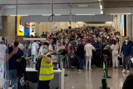 Demand for better controls to prevent airport queues