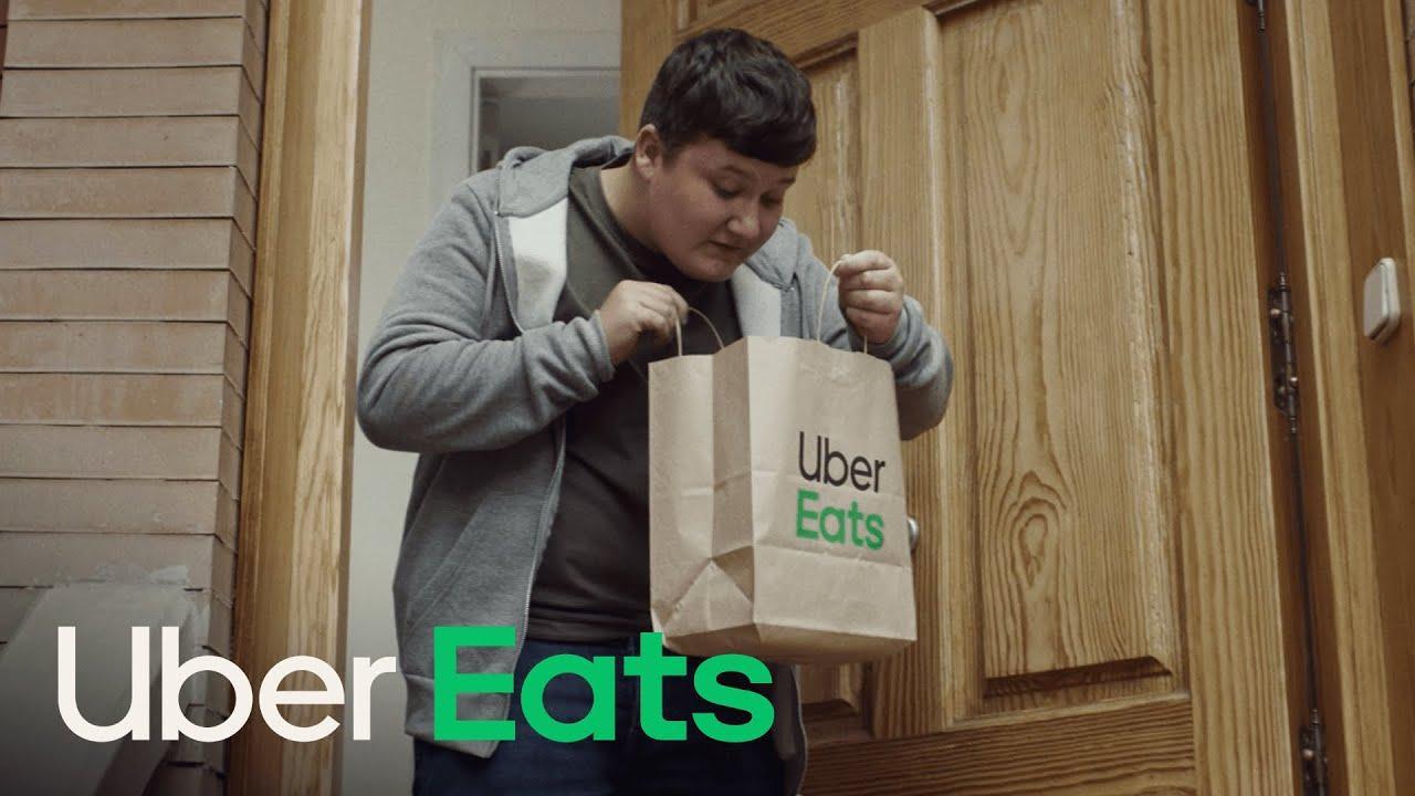 Former footballer Steve McManaman stars in Spanish Uber Eats Advert