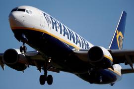 A Ryanair Boeing 737 aircraft approaches Paris-Beauvais airport in Tille