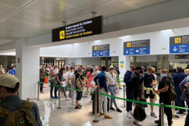 It took just 20 minutes from walking of the air bridge to clearing passport control