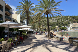 Spain's COVID infections rise, but Brits still flock to its beaches