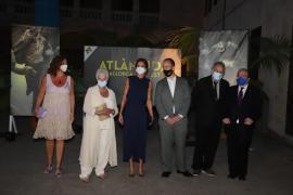 Dame Judi Dench receives award from Queen Letizia