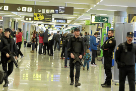 Spain stepping up security in tourist areas following terrorist attacks