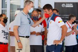 Felipe VI congratulates Joan Cardona on his bronze medal in Palma