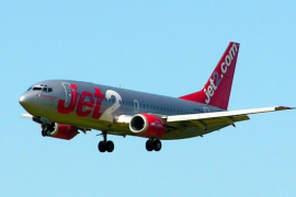Jet2 bans alcohol on early morning flights