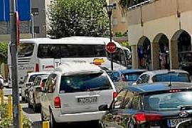 Find out what is causing the traffic chaos.