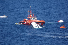 Rescue as yacht sinks off Cala Falcó