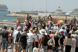 Public believe benefits of increased tourist numbers outweigh disadvantages