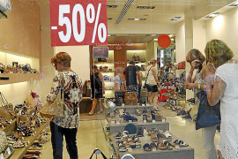 Summer sales gave retailers up to 5% growth