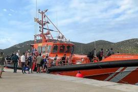 Hundreds of migrants land in the Balearic Islands
