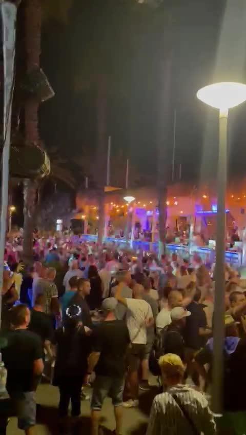 Massive illegal street party in Playa de Palma