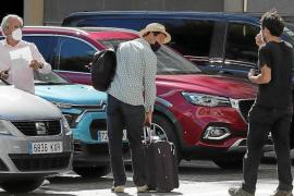 'The Crown' actors arrive in Mallorca