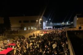 """Residents denounce massive """"botellón"""" street party in Muro"""