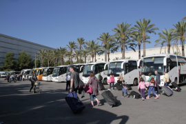 Bus services from the airport to tourist resorts to start this year