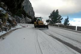 Snow sweeps across Majorca