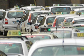Taxi drivers planning to bring roads to a standstill